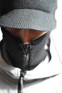 zimska kapa fantomka sa šiltom i cipzarom