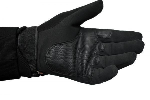 crna rukavica sa zastitom sa obe strane šake