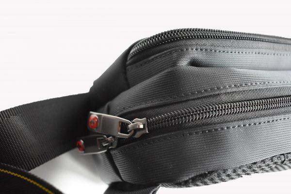 torbica pederusa u crnoj boji